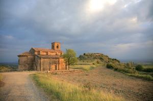 Visita a Santa Mª de la Piscina y a los lagares y prensas rústicas de Zabala