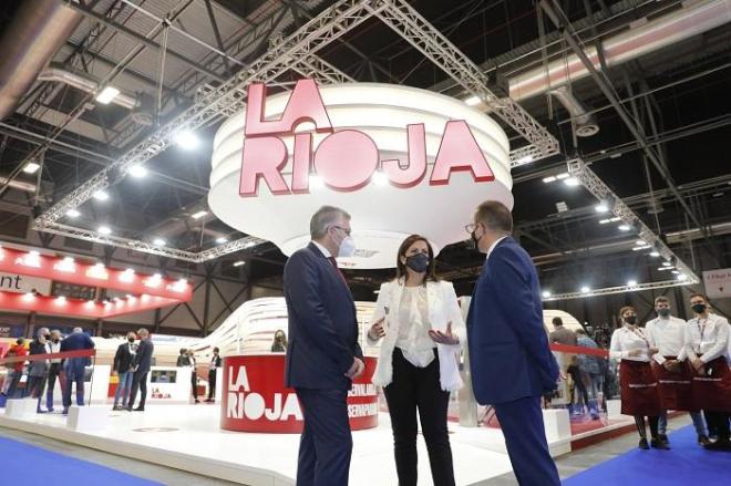 La presidenta Andreu inaugura el stand de La Rioja en FITUR 2021 para presentar a la región como un destino que invita a reservar para volver a descubrir esta tierra