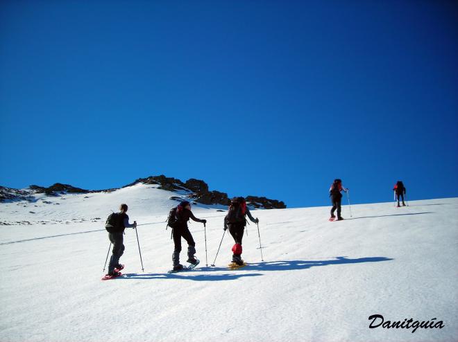 Raquetas de nieve y rutas en BTT: dos maneras diferentes de conocer la sierra de la Demanda en primavera