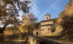 El Gobierno de La Rioja invertirá 10 millones de euros para transformar los monasterios de Yuso y Suso en el núcleo del Valle de la Lengua