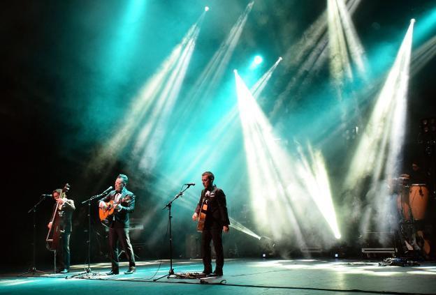 Boleros, rock y pop latino con Café Quijano