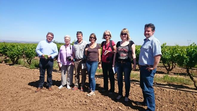 Cinco periodistas internacionales visitan La Rioja para participar mañana en la Batalla del Vino y conocer diferentes recursos turísticos de la Comunidad a iniciativa de La Rioja Turismo