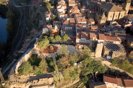 Murallas y castillo-fortaleza de Briones
