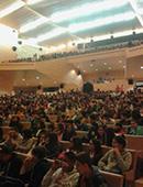 Más de 1.200 alumnos de Secundaria y Bachillerato asisten a la representación de 'El nombre de la rosa'