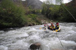 Rafting rio Iregua, barrancos, canoraft. Pasa tu verano en el agua con Moscaventur