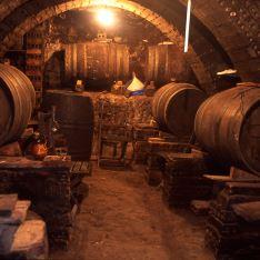 Interior de una bodega de Baños de Rioja