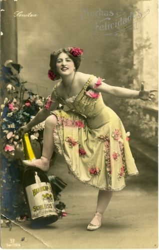 Bailarina con botella de champagne