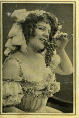 Colección de ocho cromos. Mujeres, uvas y vino